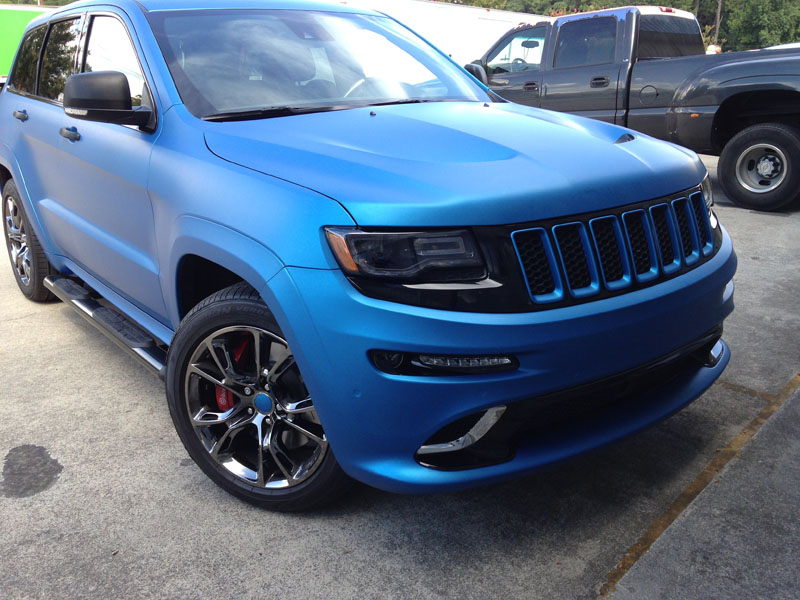 matte blue metallic jeep srt8 wrap wrapfolio. Black Bedroom Furniture Sets. Home Design Ideas